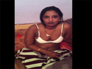 Dp fhg 776. Nandini bhabhi with her hubby on vacation taking her bra off