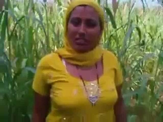 Dp fhg 829. Punjabi bhabhi exposing her vagina in open fields