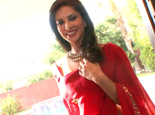 Dp fhg 904. Sunny Leone in red Indian sari asking you to come and stripp her naked