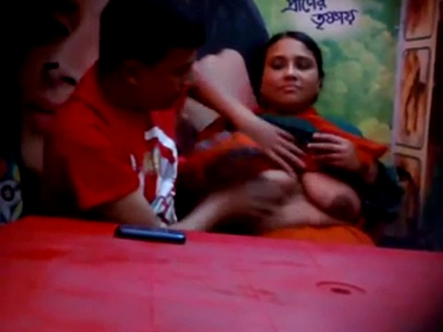 Dp fhg 908. Bangladeshi couple celebrating valentine in hotel