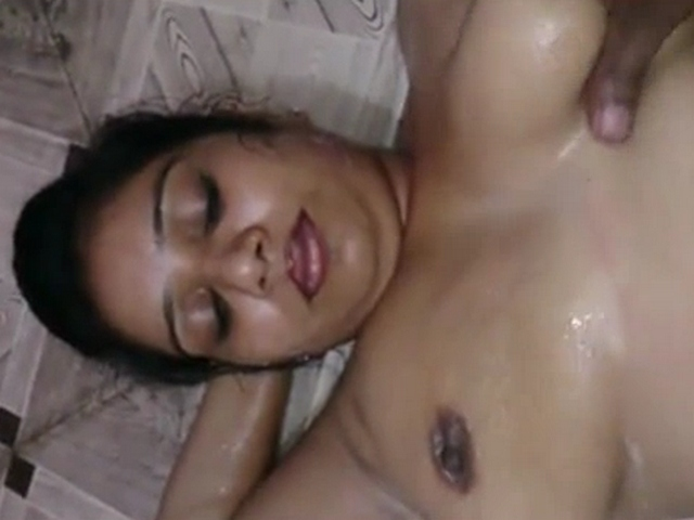 Dp fhg 948. Horny indian aunty getting full body sex massage with hubby