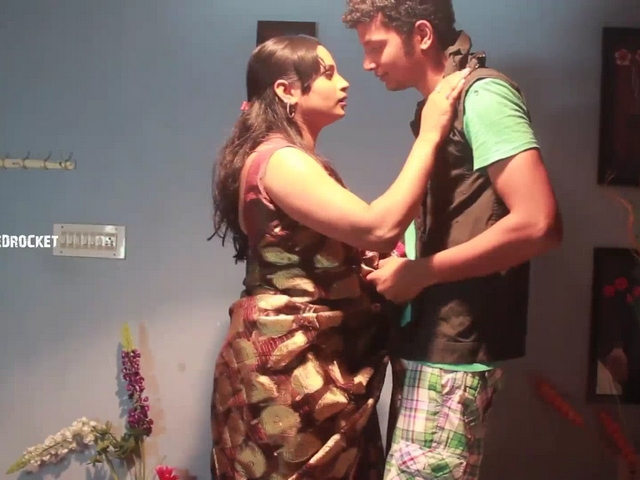 Dp fhg 949. Horny indian aunty love story with college boy